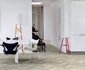 801_Interfloor-Modern-Wood_kleur-492_Woonkeuken-zithoek-hal